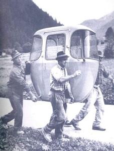 Lavori di montaggio della telecabina Pejo Fonti - Tarlenta. Tratto da 1900-2000. Il XX secolo in Trentino-Alto Adige, Curti, Taiani, Tecilla, Ambrosi